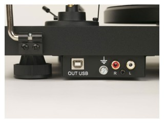 Debut-Carbon-Phono-USB-OM10-bagside